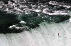 nik wallenda niagara falls wire walk