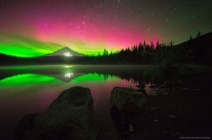 ben coffman photography - Aurora Borealis at Trillium Lake, Oregon