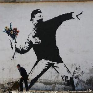 flower-thrower-by-banksy-in-betlehem